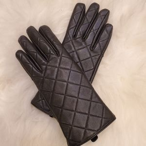 Womens Small black leather gloves